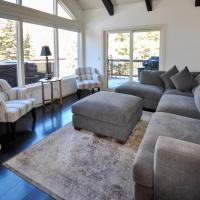 Spectacular Remodeled 5 Bedroom Matterhorn home w/ Hot Tub and Ski Lockers!