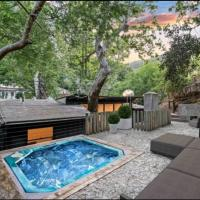 Bohemian Beverly Hills Private Room with Hot Tub, Fireplaces