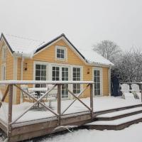 Grandma Lotta´s small house, hotel in Tullinge