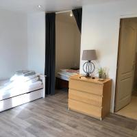 T1 bis insolite au Chateau 6 couchages avec Terrasse, hôtel à Razengues