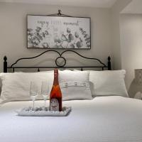 Romantic Riverside Suite in Elora, hotel em Elora