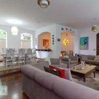 Casa com 2 andares, lareira, piscina para grupos