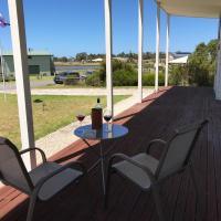 Kangaroo Pause Holiday home at Clayton Bay, hotel em Clayton Bay