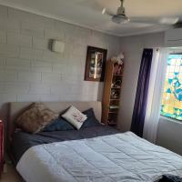 Room available in Nudist Home, short or long term stay, hotel in Holloways Beach