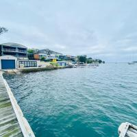 Fishing Point Lake House Stunning Absolute Waterfront, hotel em Fishing Point