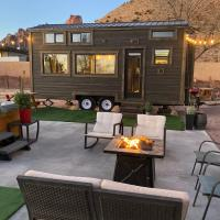 Tiny Home w/ Cliff View Hot Tub Back yard Garden