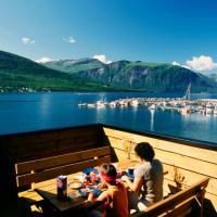 Three-Bedroom Holiday home in Selje 2, hotel en Eidsvåg