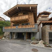 Luxury chalet with 4 bathrooms, near a small slope