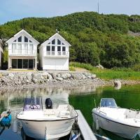 Holiday home Brattvåg