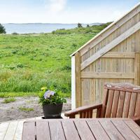 Five-Bedroom Holiday home in Fjørtoft