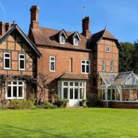 Historic large house set within beautiful gardens, hotel in Tenbury