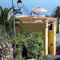 Immaculate 3-Bed House garden in Santa Catalina