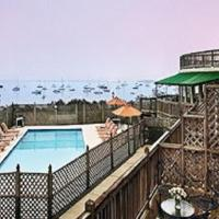 Overlook Beautiful Narragansett Bay - Historic Victorian Inn - Resort Suites, hotel in Jamestown