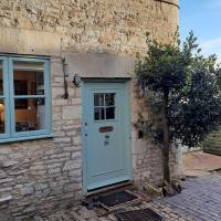 Market Place Cottage, Tetbury, Cotswolds Grade II Central location