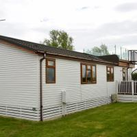 Beautiful 2-Bed lodge with hot tub and saunain Ely