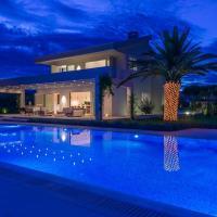 Villa Divulja Beachfront - 4 Bedroom Villa - Stunning Sea Views - Perfect for Families, hotel near Split Airport - SPU, Kastel Stari