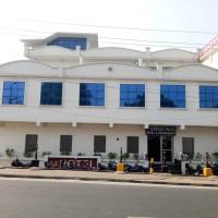 Hotel Paarrijat Palace, hotel near Agra Airport - AGR, Agra