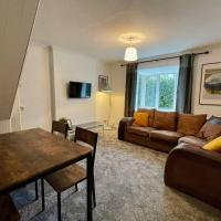 House Near Llandaff for up to 6 With Parking, hotel in Cardiff