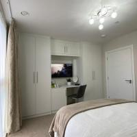 Double room in a new modern&quiet, spacious flat