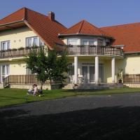 Szalóky Apartmanház, hotel in Gyenesdiás