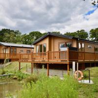 Poppy An Immaculate Lake side Lodge the Perfect Retreat, Sleeps 4