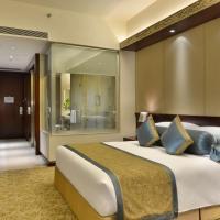 Crowne Plaza Ahmedabad City Centre, an IHG hotel, отель в Ахмадабаде