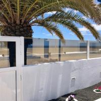 SEA FRONT Apartamento frente al mar, hotel near Lanzarote Airport - ACE, Playa Honda