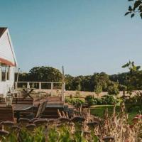 Blacksmiths Cottage, hotel em Lyonville