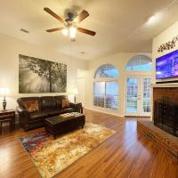 Pet-friendly & Perfect! Jetted Tub, Patio, Ping Pong, Pac-Man, hotel in Rowlett