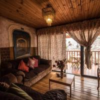 SUITE IN A GORGEOUS COLONIAL HOUSE, hotel em Quito
