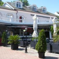 Y Panzió, hotel v destinaci Balatonlelle