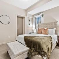 Fresh Decor - 2BR Getaway - Walk to Sloan's Lake, hotel in Denver