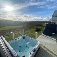 Hot Tub Lodge with Panoramic Views & Free Golf