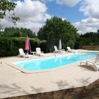 Beautiful 3-Bed Cottage with access to Pool!