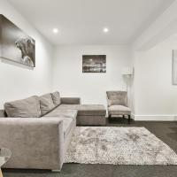 Rochfords Serviced House with 5 Bedrooms, 4 bathrooms up to 12 beds
