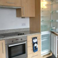 Beautiful City Centre 2-Bed Apartment with balcony
