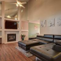 *Pet Friendly 4 Bdrm/3Bath Home away from Home*, hotel in Colorado Springs