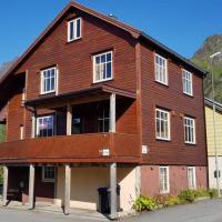 "Koselig hus i havna, hotel near ""Svolvær Airport, Helle"" - SVJ, Svolvær"