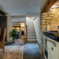 Two linked cottages sleeps 10 Cotswold town centre, hotel in Fairford