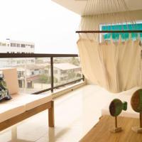 Chipipe Salinas Beachfront Apartment w/ Parking, hotel em Salinas