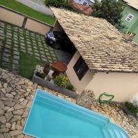 Excelente casa com 4 qts, piscina e churrasqueira.