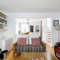 Superb 2 Bed Townhouse next to The Level Park