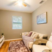 Cute Bungalow In Down Town Tampa With Jacuzzi & Grill, hotel in Ybor City, Tampa