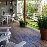 Banya Bliss - Guest House, hotel in Bongaree