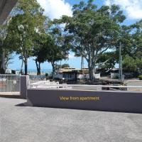 Villa Venezia - Spacious Hervey Bay waterfront apartment, hotel in Hervey Bay