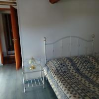 Maison dans village, hôtel à Séranon