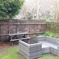 Cosy Garden Flat With Parking in Ealing Broadway