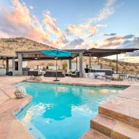Modern Backhouse with Hot Tub and Tiki Bar Access