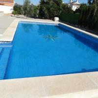 Magnificent villa for large families in San Fulgencio, hotel in La Marina