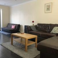 The Hollies Haven & free parking - perfect London long stay, hotel in Sidcup